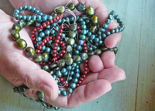 Ellen holds pearls