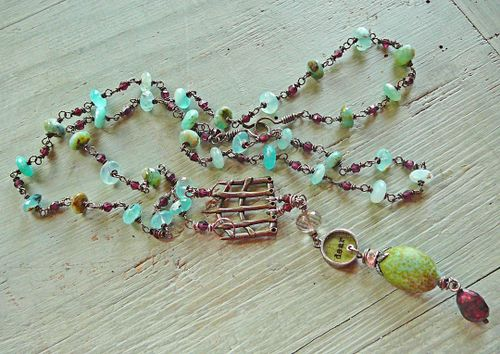 Shadows and light necklace