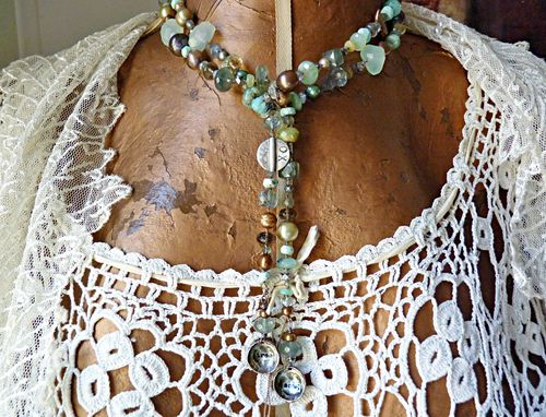 Tree song lariat, choker length