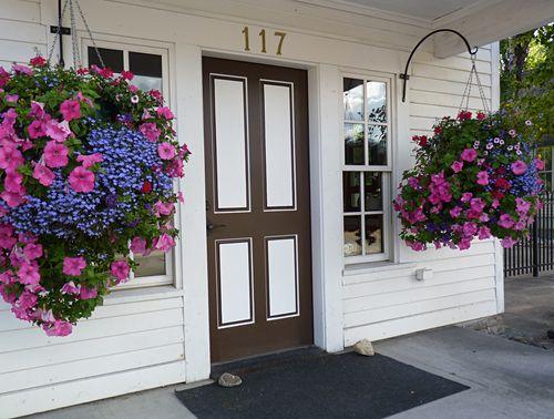 Tin shop flowers