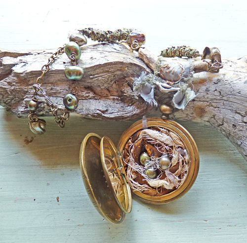 Home nest locket on table closed (2)