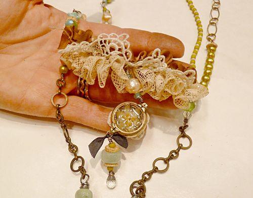 Workshop necklace - lorrie i detail