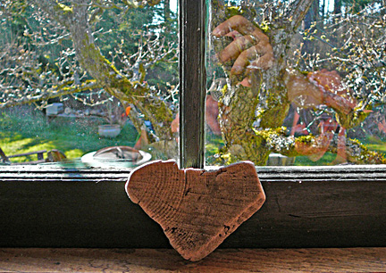 Heart_and_hands_for_orn_2